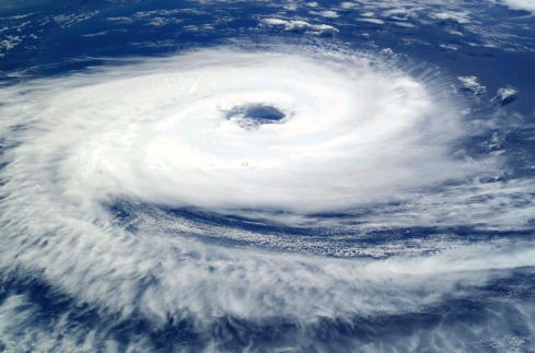 cyclone_catarina_from_the_iss_on_march_26_2004.jpg